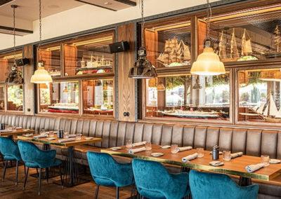 Restaurant_Port_Sitzbereich_Schiffswand@Stimmungsfaenger