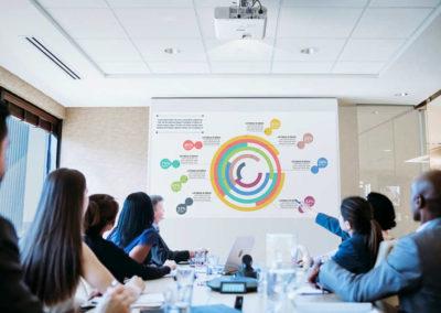 Neue Epson Projektoren für Schulen und Unternehmen