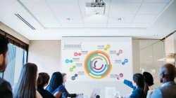 Neue Epson-Projektoren für Schulen und Unternehmen