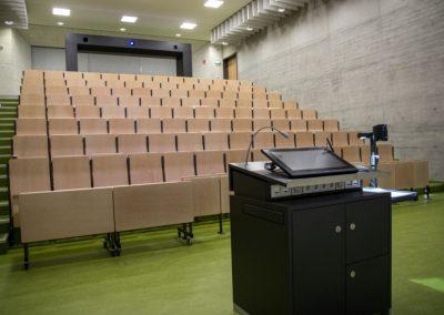 Medientechnik im Hörsaal der Hochschule Karlsruhe
